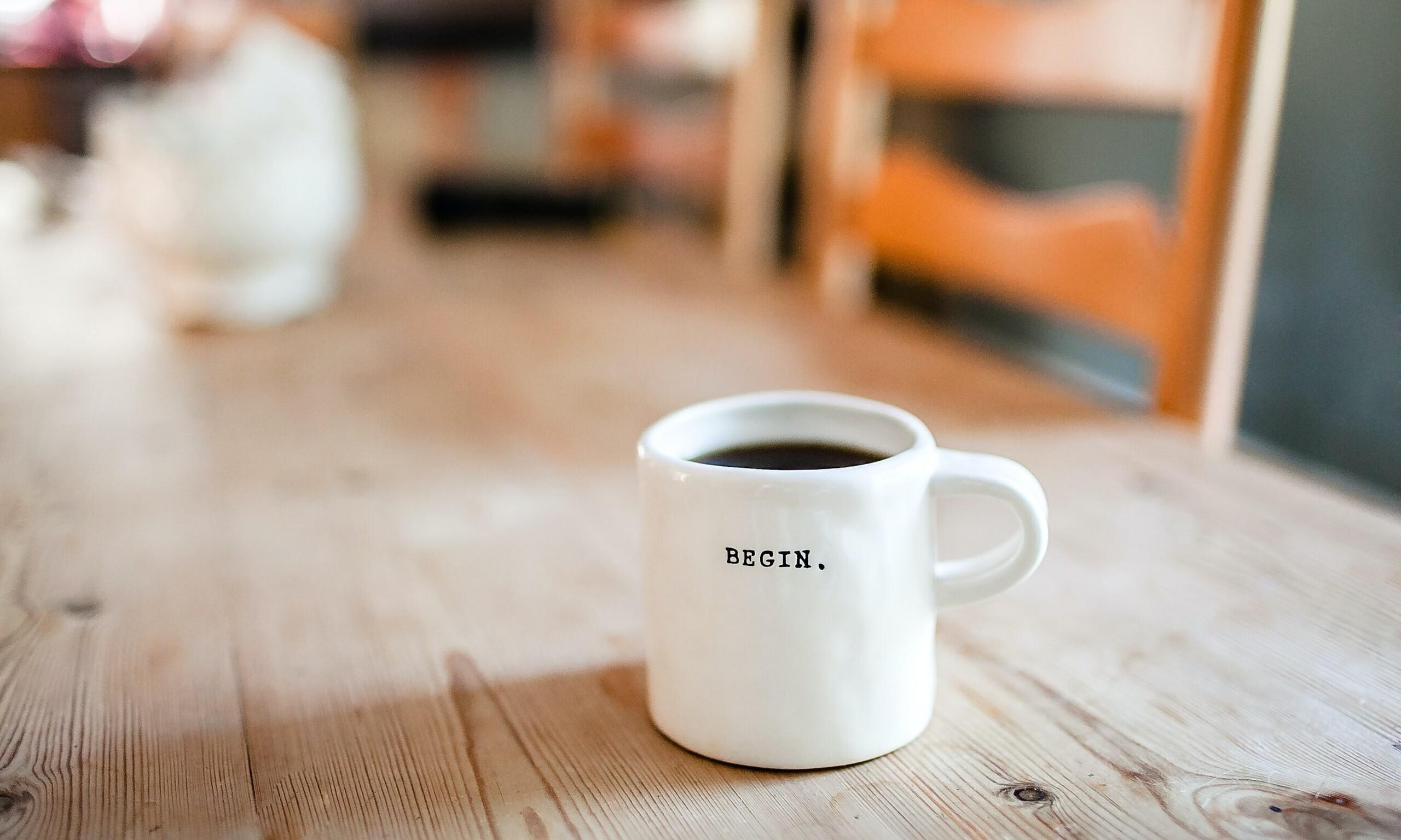 Kaffeetasse mit den Worten Begin.